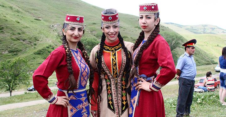 دختران ارمنی- آژانس ستاره هفت گنج